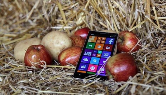 Lumia 930 Patates ve Elma ile Şarj Ediliyor