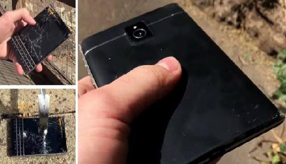 BlackBerry Passport Cihazını 6 Metreden Aşağıya Attılar