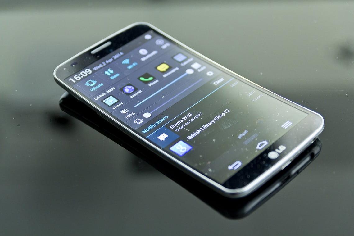 LG G Flex 2 İle İlgili Bir Video Paylaştı
