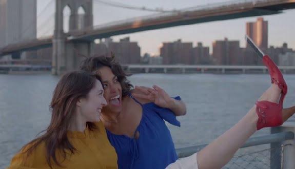 1 Nisan Şakası Gibi Selfie Ayakkabıları