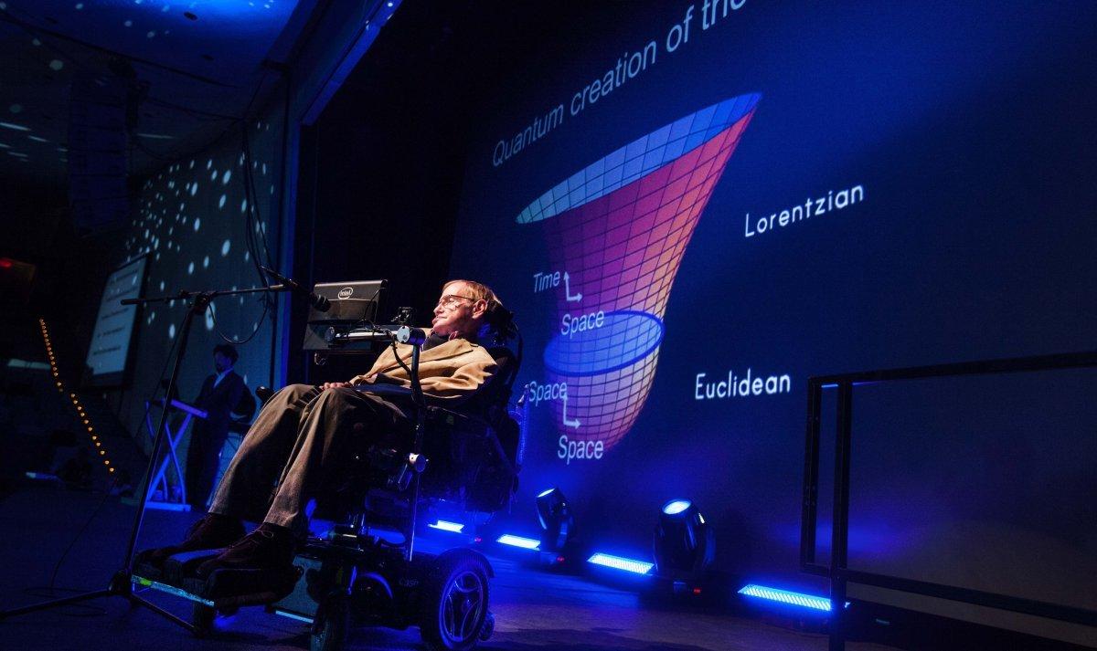 Stephen Hawking yapay zeka tehlikesini anlattı