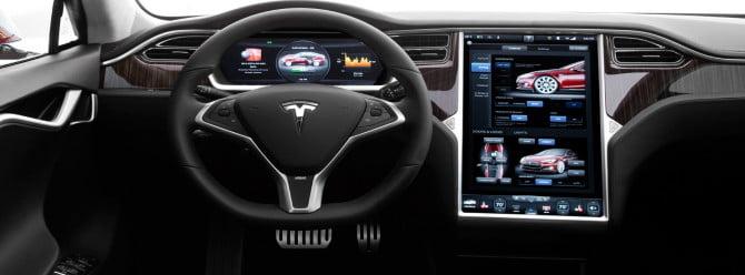 Ölen Tesla sahibi yolda sinema filmi seyrediyormuş