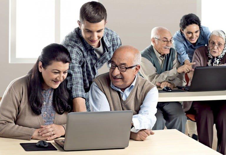 internetle Hayat Kolay ile binlerce kişiye internet eğitimi