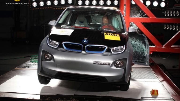 Elektrikli Arabalar Kazalarda Güvenli mi?