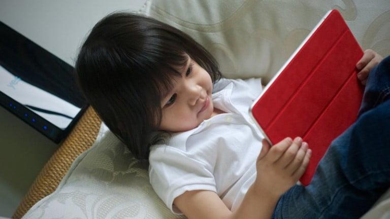 Çocukları Ekranlardan Uzak Tutmalı mıyız?