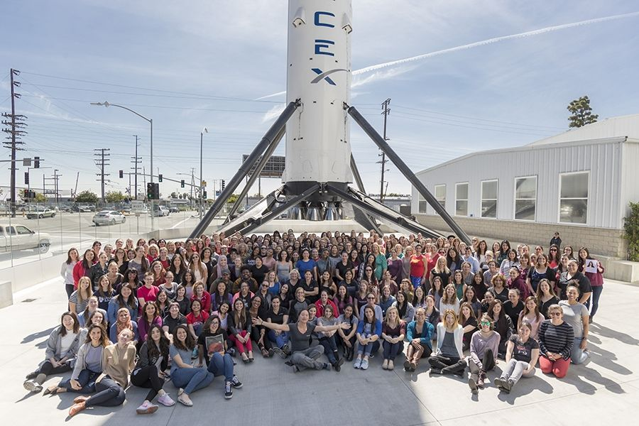 spacex hawthorne facility - 900×600