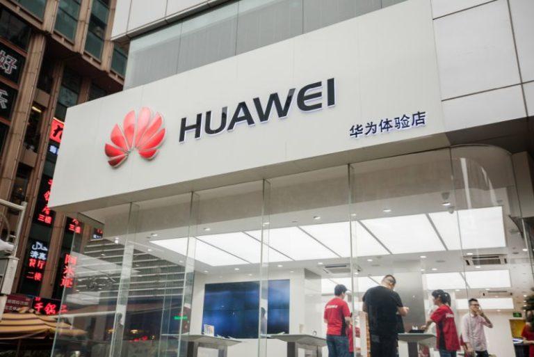 Huawei katlanabilir akıllı telefon üzerinde çalışıyor!