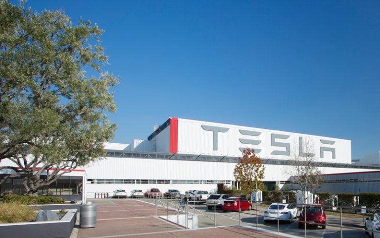 Tesla 7/24 mesai yapıyor!