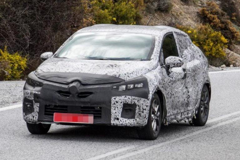 Yeni Renault Clio casus kameralar böyle yakalandı!