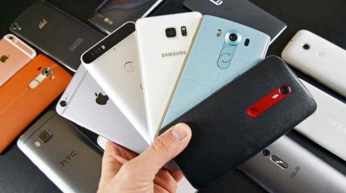Akıllı telefonlar cep yakmaya devam ediyor