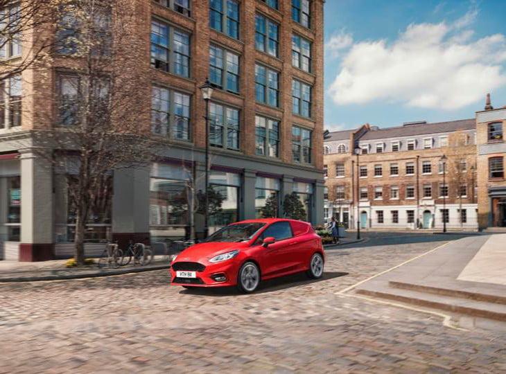 Ford, yeni Fiesta Van modelini İngiltere'de tanıtıma sundu
