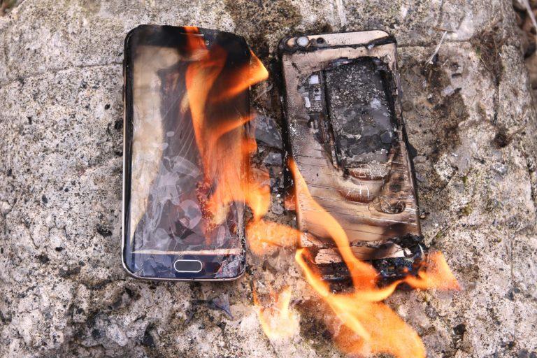 Samsung telefon patladı! Araba küle döndü!