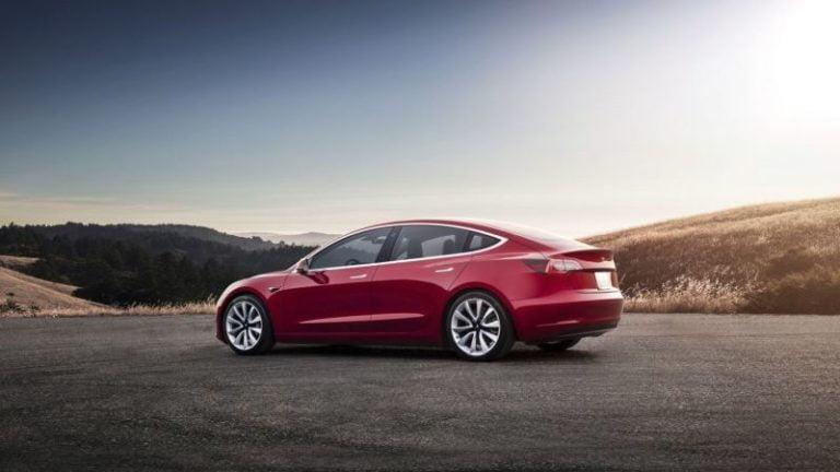 Tesla Model 3 Avrupa'da satışa çıkıyor!