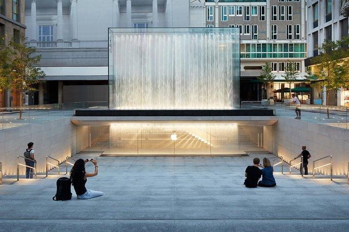 Cam tasarıma sahip yeni Apple Store açıldı