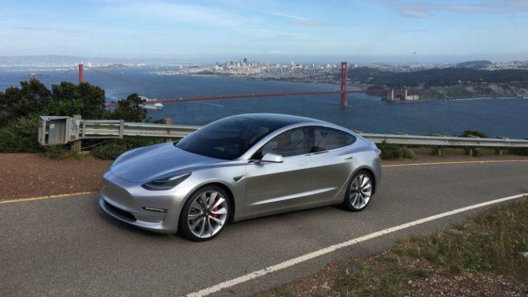 Tesla Model 3 Avrupa'nın en iyi kompakt sedanlarını hedef alacak!