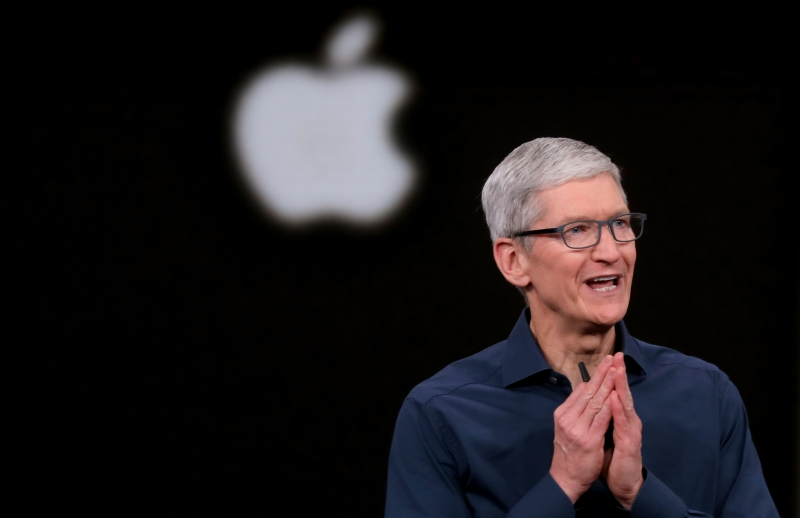 Apple CEO'su Tim Cook, yaptığı konuşmada kullanıcı verileri nin 'silahlanması' olarak adlandırdığı şeye şiddetle karşı çıktı.