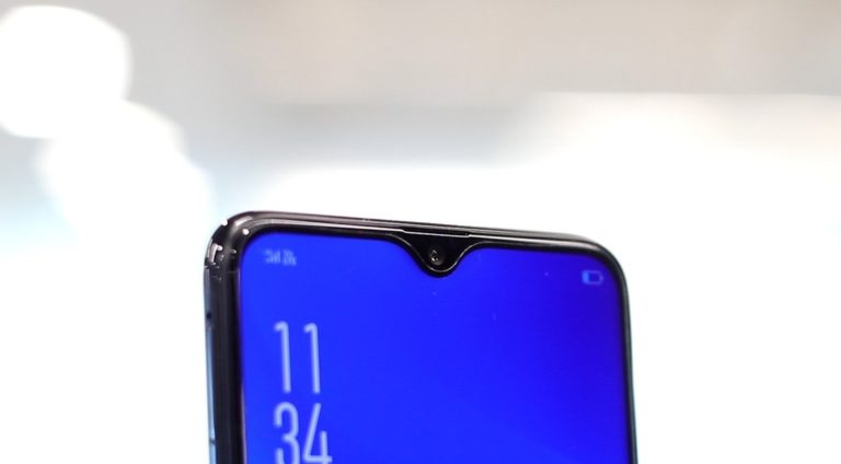 Samsung'un ilk çentikli telefonu yolda