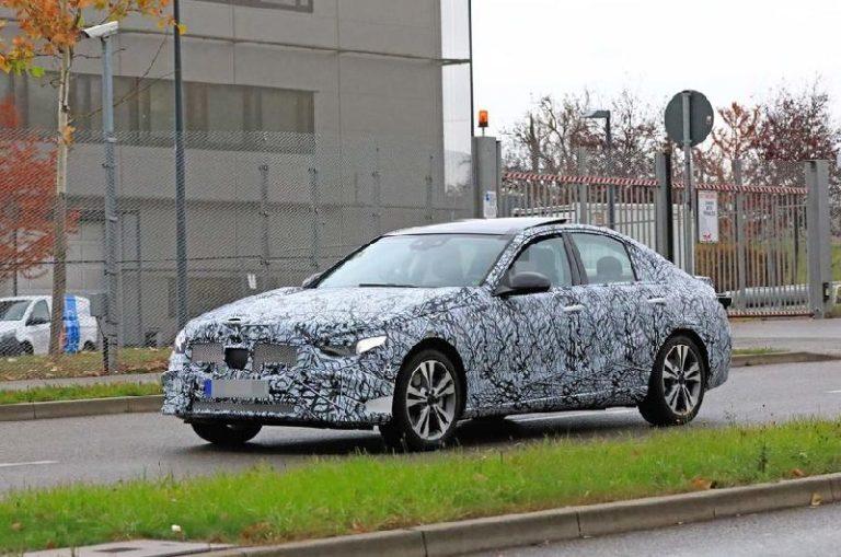 Yeni Mercedes-Benz C-Serisi, BMW 3 Serisi ile düello yapmaya hazırlanıyor!