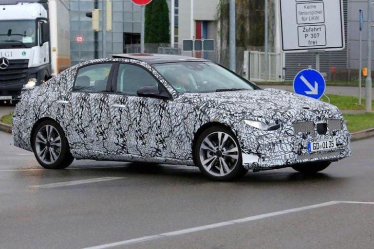 Yeni Mercedes-Benz C-Serisi casus kameralara böyle yakalandı!