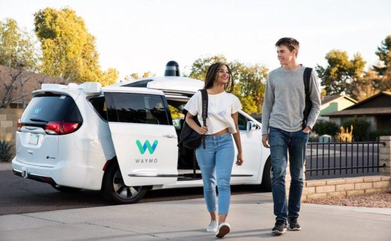 Waymo otonom araçları müşteri taşıma izni aldı