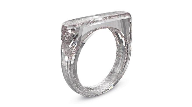 Apple'ın tasarımcısı Jony Ive'dan elmas yüzük!