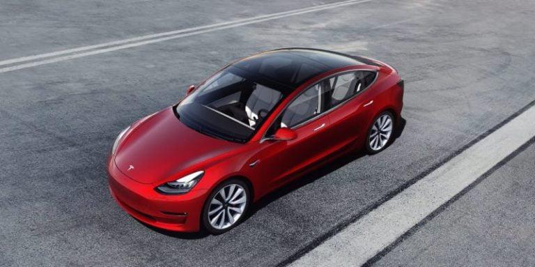 Tesla Model 3 Avrupa'ya hareket etmeye hazır!