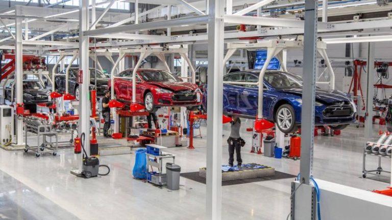 Tesla 3000 kişiyi işten çıkaracak!