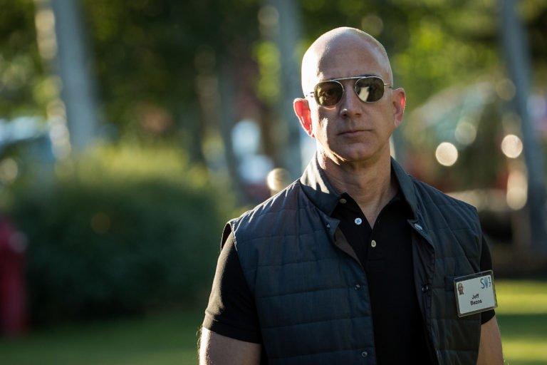 Amazon'un kurucusu Jeff Bezos çıplak fotoğrafları ile tehdit ediliyor