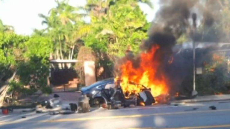 Tesla Model S sürücüsü yanarak can verdi!