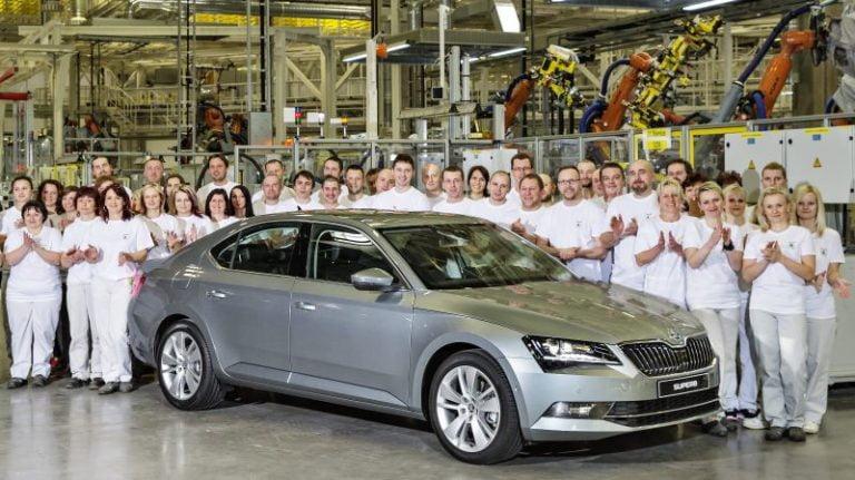Skoda Superb, Avrupa'da artan SUV baskısına rağmen üretimde 500.000'i gördü!