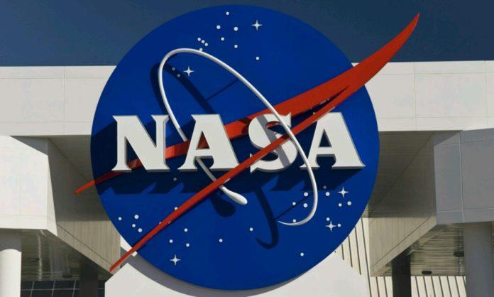 NASA Ay'da su