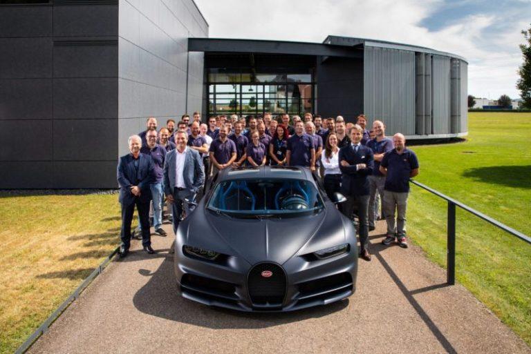 200'üncü Bugatti Chiron üretim hattından böyle çıktı!