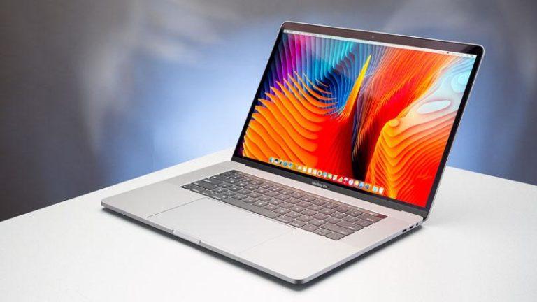 MacBook Pro pil değişimi öncesi patladı!