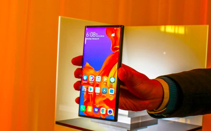 Huawei hala Mate X üzerinde çalışıyor