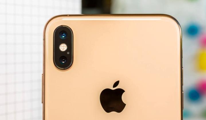 Apple iPhone yüzünden yine mahkemelik oldu!