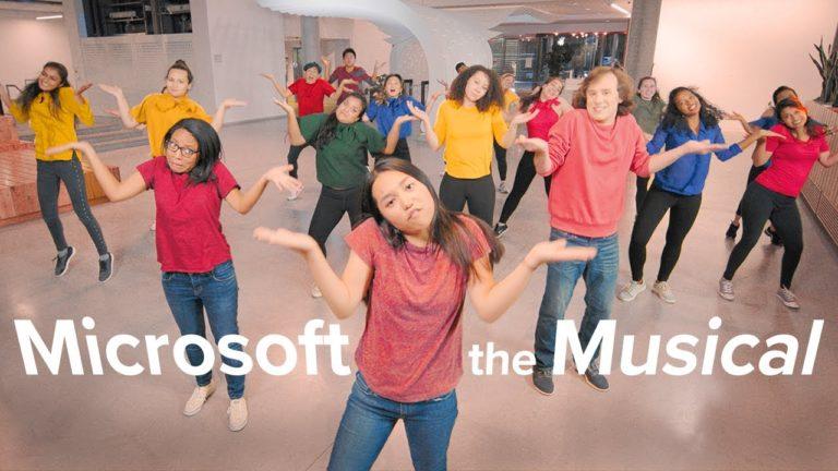 Stajyer çalışanlar Microsoft müzikali yaptı