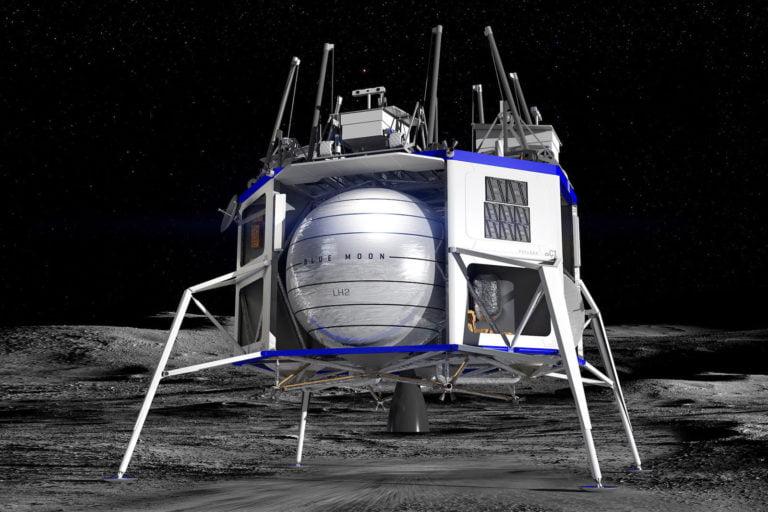 Jeff Bezos Ay yolcuğu için ısrarlı