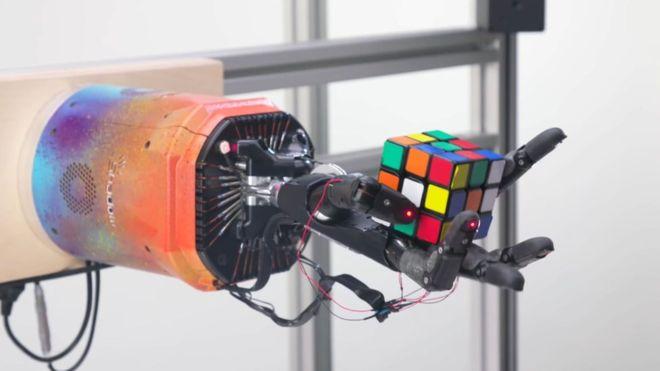 Rubik Küp çözen robot geliştirdiler