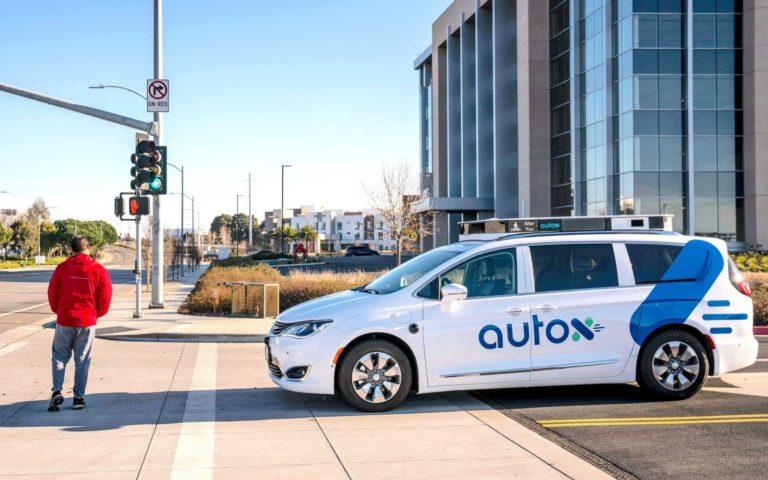 Fiat Chrysler ve AutoX robot taksi üretecek
