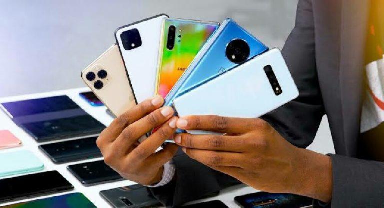 Akıllı telefon fiyatları düşmeye başladı!