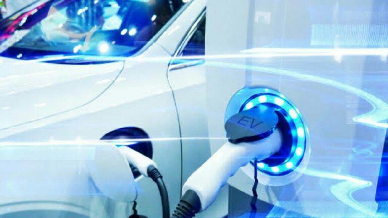 Jeff Bezos elektrikli araç rekabetini iyice kızıştırıyor: Gerisini Tesla düşünsün (Video)