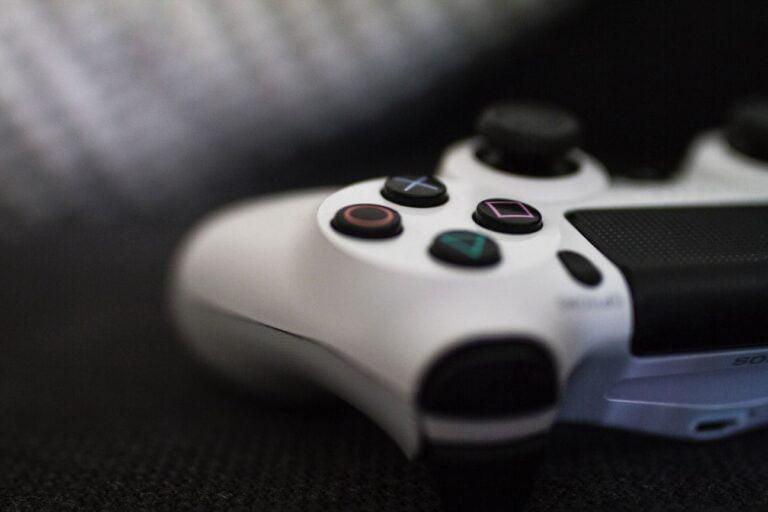 PS5 ve Xbox Series X/S fiyatı hala düşmedi