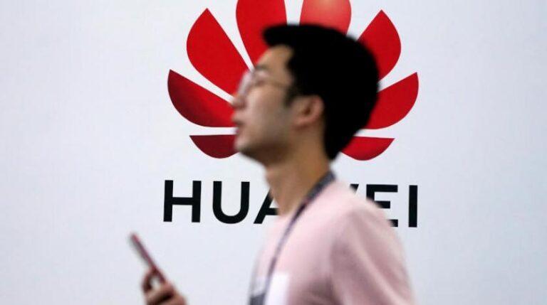 Trump Huawei yasağını uzattı