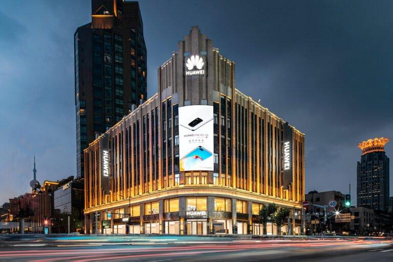 Dünyanın en büyük Huawei mağazası açıldı!