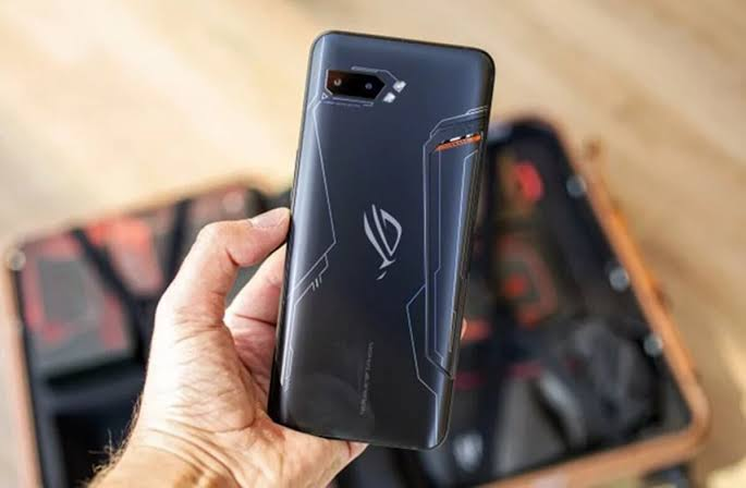 Karşınızda 16 GB RAM'li oyuncu telefonu ASUS ROG Phone 3!