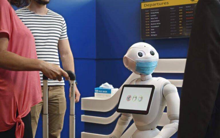 Maske tak uyarısı veren robot yaptılar