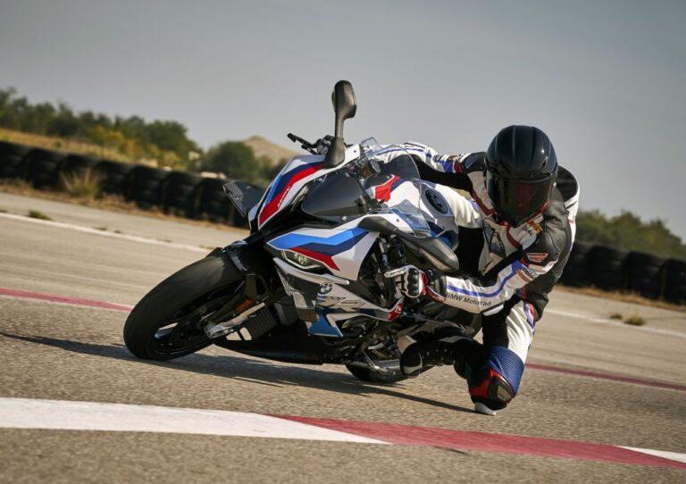 BMW M 1000 RR şimdiye kadar ürettiği en güçlü motosiklet