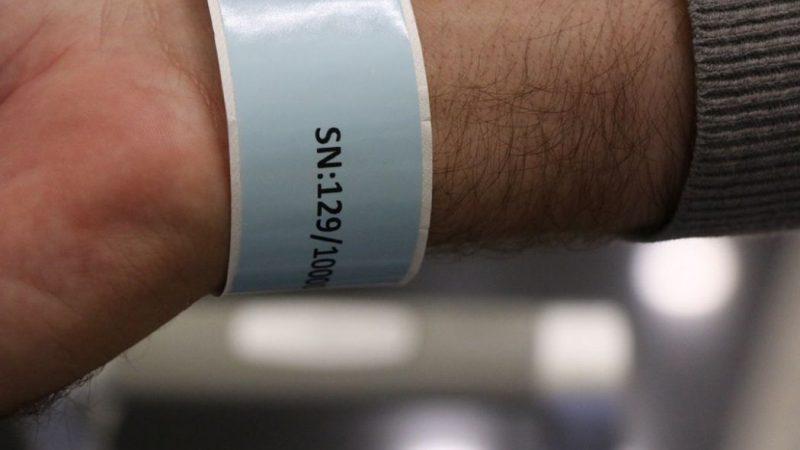 Koronavirüs hastalarına elektronik bileklik