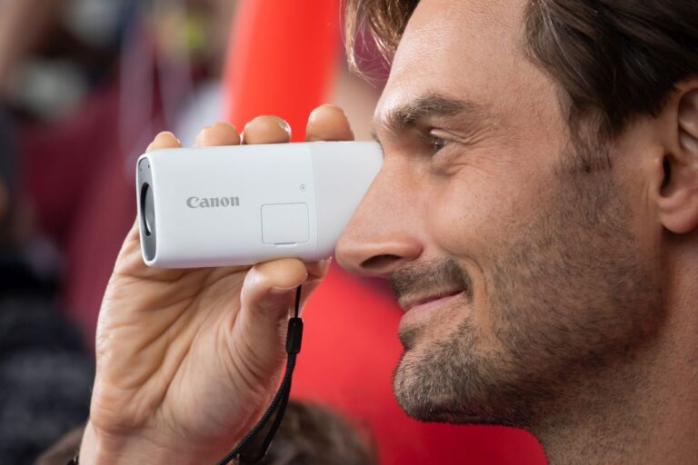 Canon PowerShot Zoom görücüye çıktı