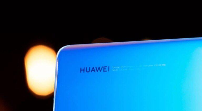 Huawei ekran için LG ve Samsung ile görüşüyor